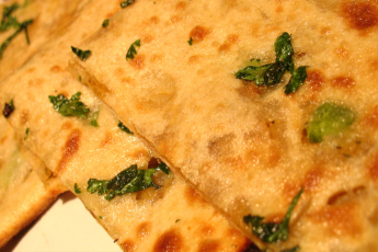 Paneer parantha with curd (2 piece)